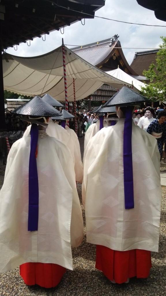 八坂神社の舞殿で「歌舞伎踊」を奉納します。(写真は昨年のもの)